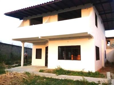 Hermoso TownHouse, Alto Barinas Sur, Urbanización Fe de Oro