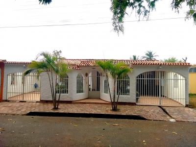 Espaciosa Casa ubicada en Urbanización Alto Barinas Norte