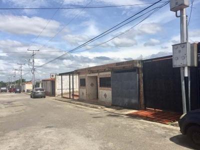 VENTA EXCELENTE CASA UBICADA EN LA SEGUNDA ENTRADA DE CIUDAD VARYNA