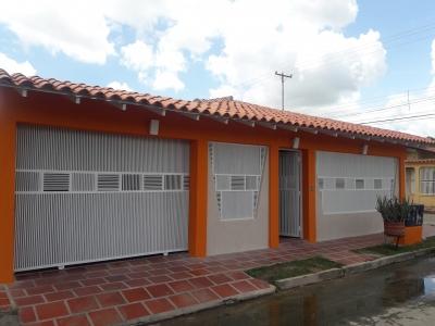 VENTA DE BELLA Y MODERNA CASA EN EL CONJUNTO RESIDENCIAL LOS LIRIOS