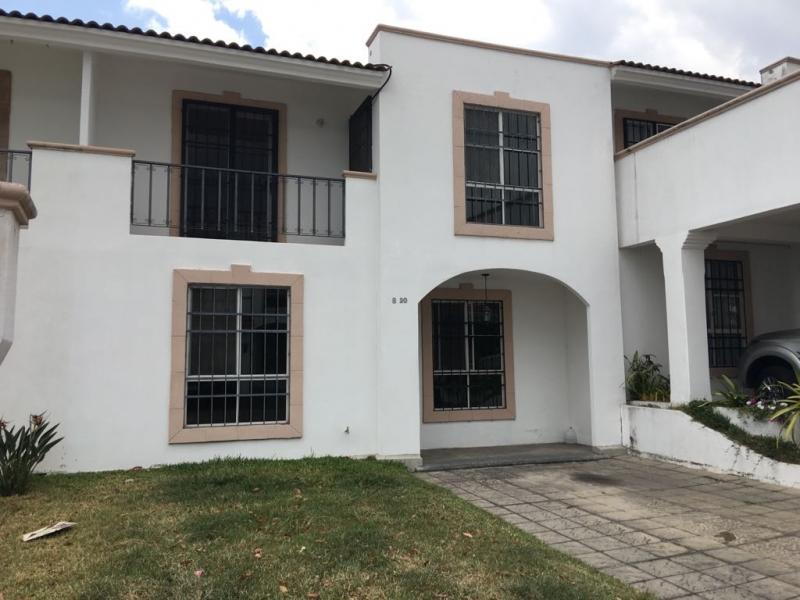 Casa en Alquiler en Alamedas de Villa Flores