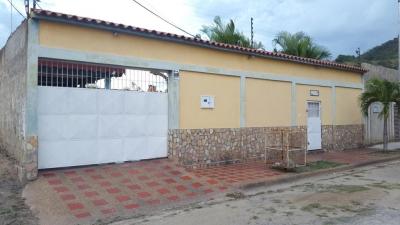 Casa Urb Privada Santa Rosalia