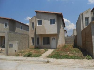 Venta de townhouse en Cagua cod: 18-3637