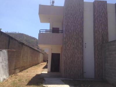 VENTA DE TOWNHOUSE EN URB. SANTA ROSALIA  HOUSE III, OBRA GRIS. CAGUA. ESTADO ARAGUA