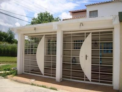 Casa en Venta Ciudad Jardín Cagua Cod. 18-8979