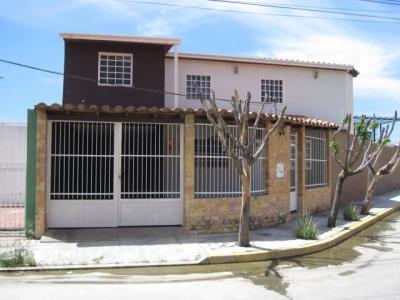 casa en venta en esquina La Ciudadela