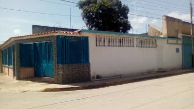 Venta casa con local comercial en Fundación Cagua Aragua
