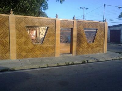 Amplia casa de esquina en mariara estado carabobo