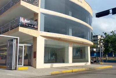 En Venta Locales en Centro Comercial Pto. Cabello - RLO1