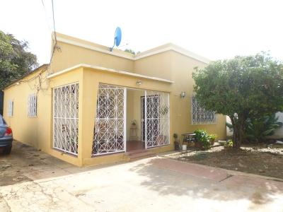 Cod 433. Excelente Casa en Zona Comercial de La Honda. Venta.
