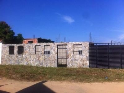 Casa en La Yaguara. Obra Gris,  72 m2 de Const. 390 m2 de Terreno.