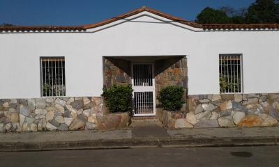 Amplia, Cómoda y Hermosa Casa en Tocuyito - Urb. La Esperanza