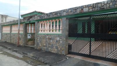 VENDO CASA EN URB. EL MOLINO.TOCUYITO-- PRECIO: 2.800.000.000.000,00