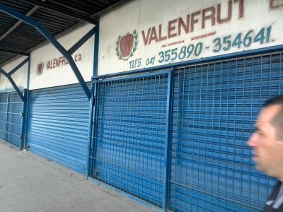 Gran Local Comercial con Cava Cuarto de Refrigeración en Mercado de Mayoristas