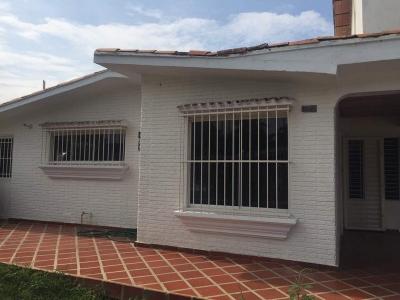 Hermosa Casa en la Urb. El Molino – Tocuyito. 650 m2
