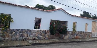 Venta: Amplia y Cómoda Casa en Urb. La Esperanza - Tocuyito.