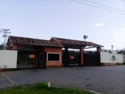 Casa Campestre y parcela productiva en Urb. Safari Country club