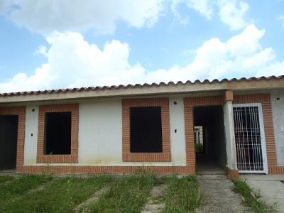 Casa en obra Gris en Urb. San Pablo Valley