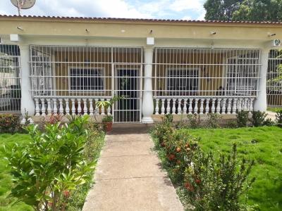 Venta: Cómoda Casa de oportunidad con amplio terreno - Tocuyito.
