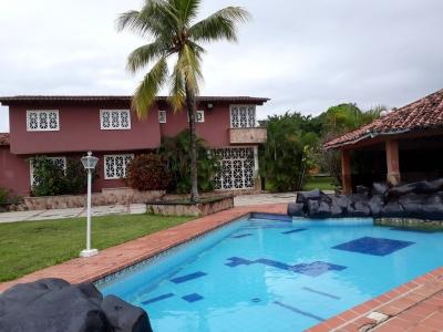 HERMOSA QUINTA CON PISCINA Y CANEY EN SAFARI CARABOBO