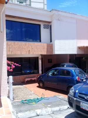 De Oportunidad casa con la mejor ubicación de la Ciudad de San Cristobal