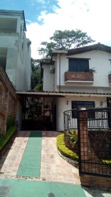 Bella casa al estilo country en Pueblo Nuevo San Cristobal-Edo. Táchira
