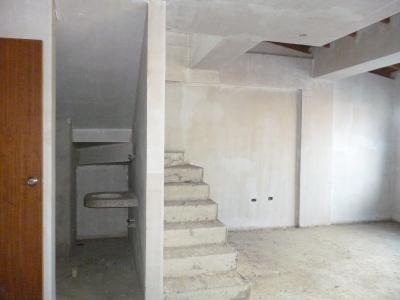 Excelente Apartamento de 2 Niveles en Pinar Suites