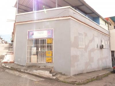 INMUEBLE DE USO COMERCIAL Y RESIDENCIAL EN EL CENTRO DE SAN CRISTOBAL