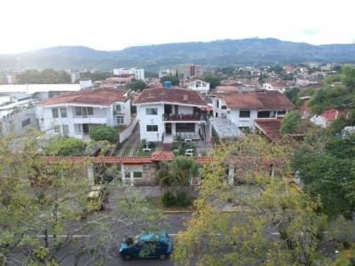 Amplia Casa-Quinta de 1000m2 en la Av 19 de Abril.