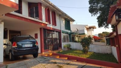 Se vende bella casa en Las Acacias, Urbanización Privada
