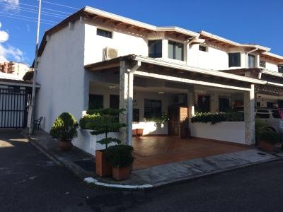 Casa (106Mts2) en Conjunto Santisimo Salvador