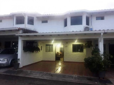 Casa en Conjunto Privado en la Av. Ferrero Tamayo