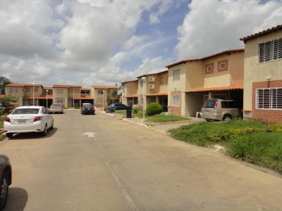 Alquilo Town House Amoblado en Urb La Estancia