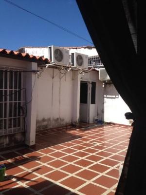 Espaciosa Casa en Urbanización Los Mangos