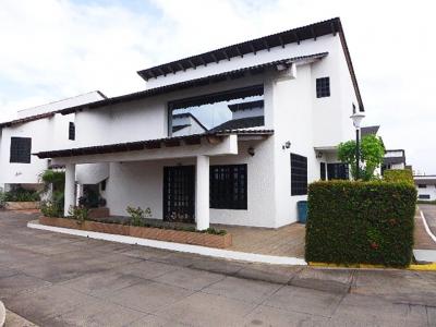Vendo Quinta C.R. La Cascada, Urb. Villa Antillana, Puerto Ordaz.