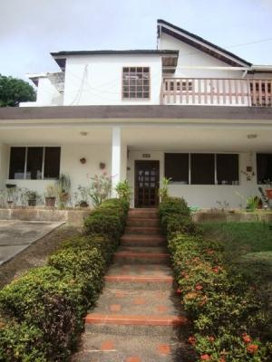 Venta de amplia Casa en Campo A-2 Puerto Ordaz Negociable