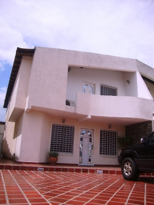 Venta de Amplio y Exclusivo TH en C.R. Prashanty Country