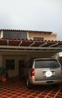 Venta de Hermoso Town House C.R. Valle Arriba Villa Betania