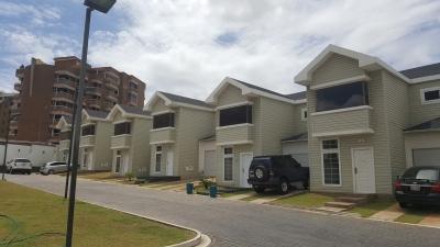 Se vende Town House en Res. 919, Urb. Villa Granada