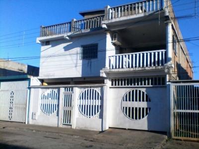 Amplia casa de 3 niveles ideal para posada