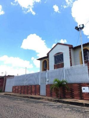 Venta de Bello Town House amoblado Urb Villa Icabaru
