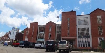 ALQUILO AMPLIO LOCAL PB DE 186 M2 EN EL COMERCIAL CENTRO COMERCIAL MARÍA LUISA