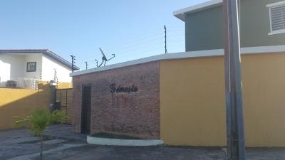 Se vende Town House en Res. Genesis, Villa Africana.