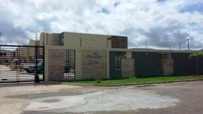 En Venta Confortables Town House Villa Alianza