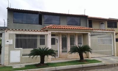 Venta townhouse en Urb. Las Peonias, Puerto Ordaz