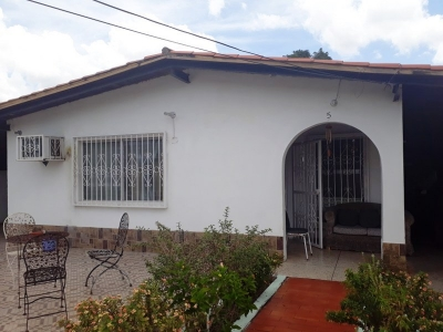 En venta amplia casa en urb Los Olivos