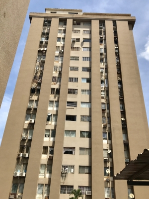 Se alquila apartamento en Res. Las Americas Alta Vista