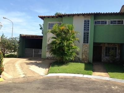 TOWN HOUSE DE ESQUINA