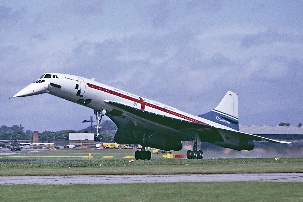 Concorde landing at Farnborough in September 1974 - By Steve Fitzgerald - http://www.airliners.net/photo/British-Aircraft-Corporation/Aerospatiale-BAC-Concorde/1804269/L/, GFDL 1.2