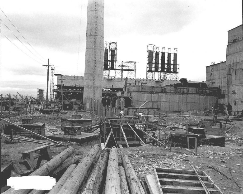 B Reactor under construction